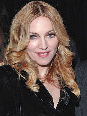 Madonna yakında 50 olacak ama 25'inde gösteriyor...